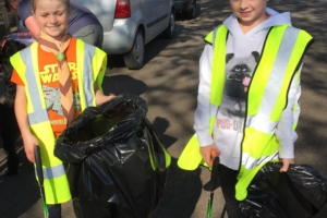 Beavers and Cubs help at Denmead Spring Clean